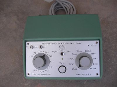 בדיקת  שמיעה   screening  audiometer  as7